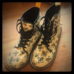 Shoes - Bee doc martens style boots
